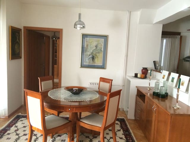 Best Value - LUX 2-bdroom Apartment Great Location