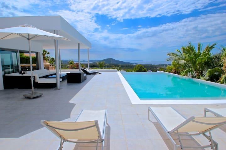 Villa para 14/16 pax en zona exclusiva de Ibiza