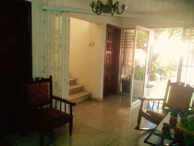Dormitorio Barato CASA KIN- BEH Hostal