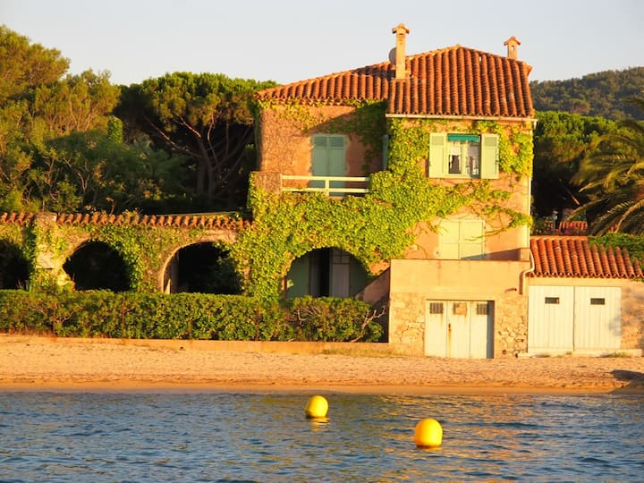 "SAINT-TROPEZ- Villa URUGUAY- ""Feet in the water!"""
