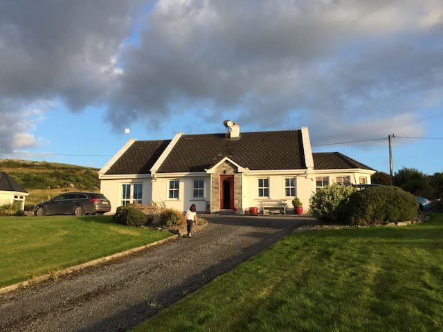 Irish Cottage with Sea Views and Large Kitchen