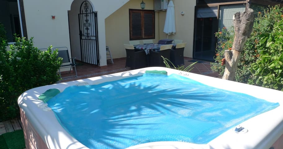 5 Bed Villa Free Wifi 6 Seater Hot Tub & Spectacular Sea, Golf & Mountain views.