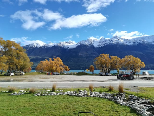 Glenorchy Home On The Lake!
