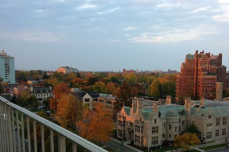 Spacious Apartment with Balcony and View - Buffalo - Apartament