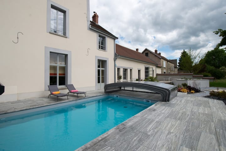 Grand gîte de charme avec piscine chauffée