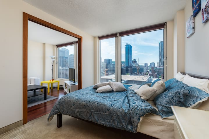 1 BR Spectacular LUXURY Condo Old Montreal - มอนทรีออล