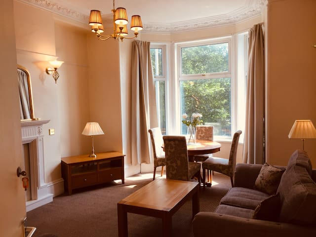 568R5 Great room in lovely flat close to RGU