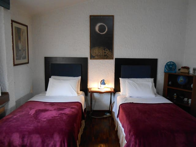Quiet room for 2 (or 3). Near UAG & Andares Mall