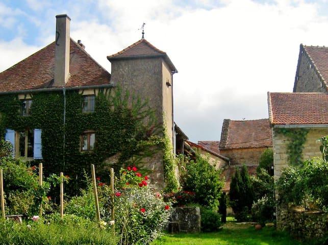 Gîte de Vielles Roches - Saint-Clément-sur-Guye - Talo