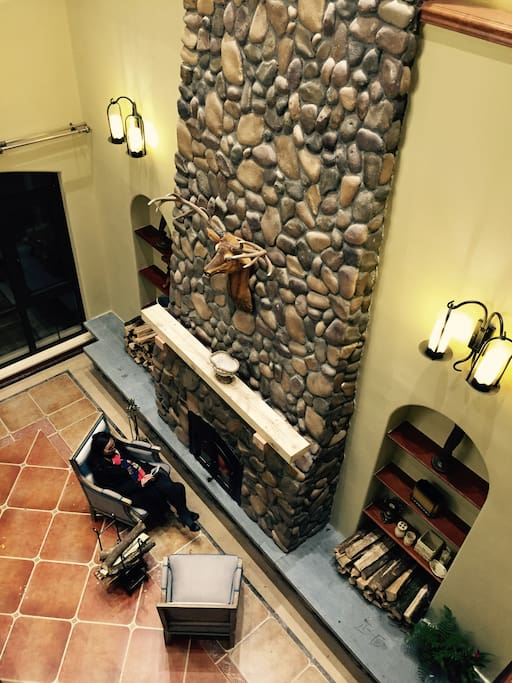 真火壁炉,豪华客厅