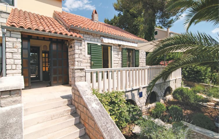 Semi-Detached with 5 bedrooms on 136 m²