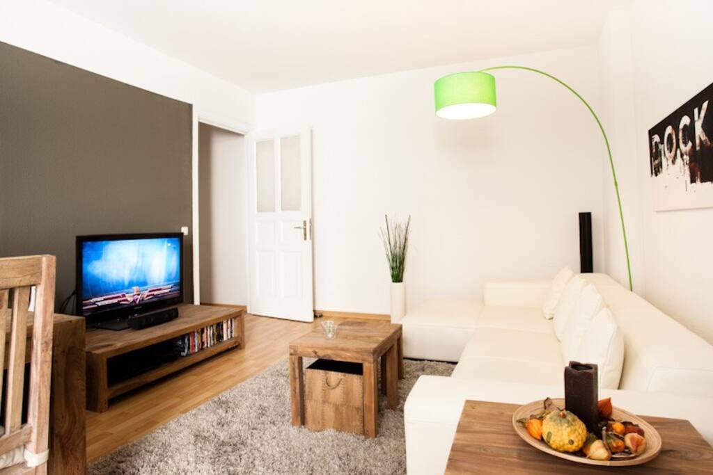 Wohnzimmer - das weiße Sofa wurde durch ein Sofabett ausgetauscht.