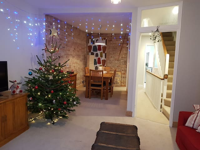 STUNNING FLAT IN THE HEART OF SWANAGE. SLEEPS 6.