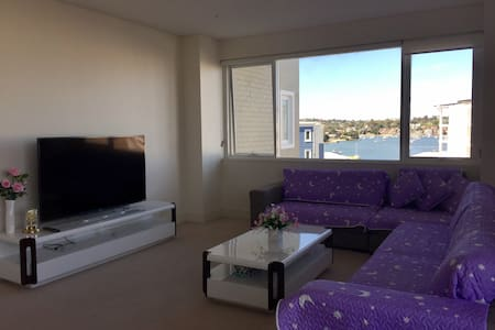 Modern & Spacious 2 Bedrooms Apt near Waterfront - Breakfast Point
