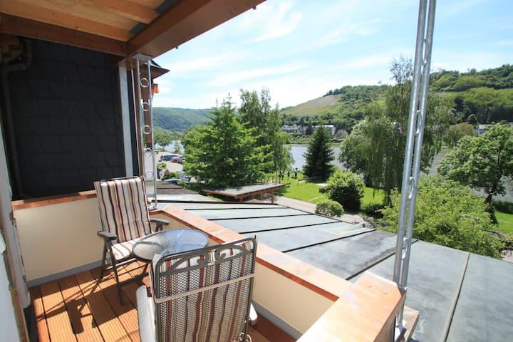 1. Etage mit Balkon zur Mosel