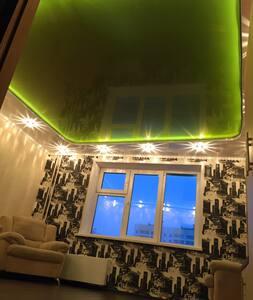 Хорошая квартира по доступной цене! - Kemerowo - Wohnung