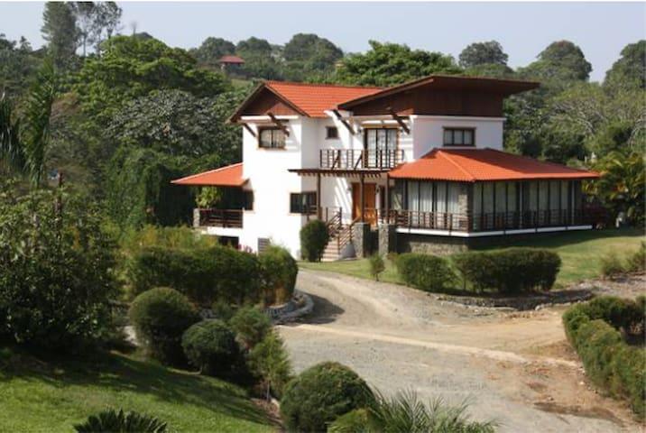 Villa jarabacoa en complejo naranjo houses for rent in for Villas en jarabacoa