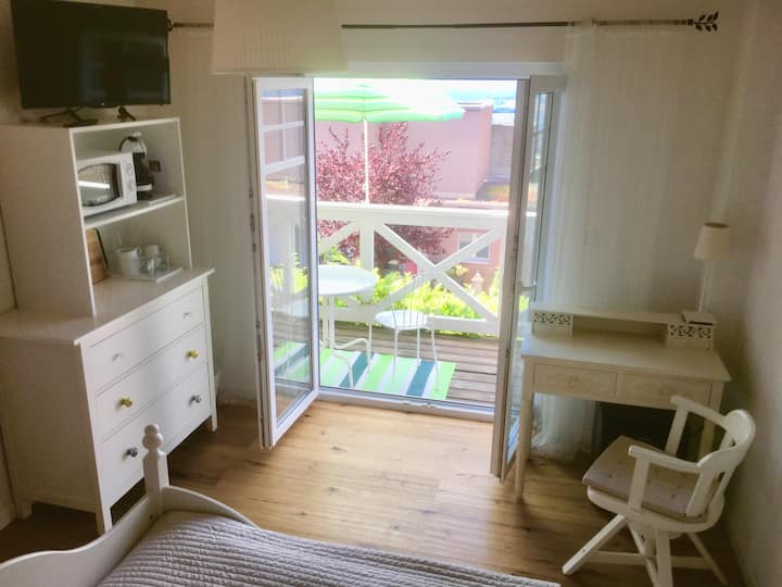 Zimmer mit eigenem Bad und Balkon :)