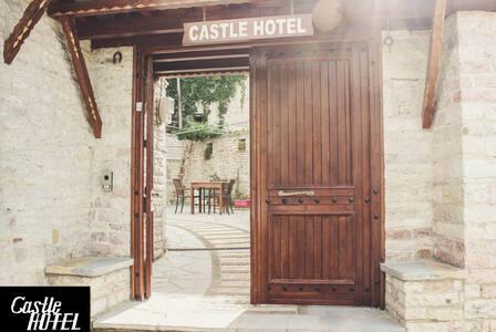 Castle hotel 13