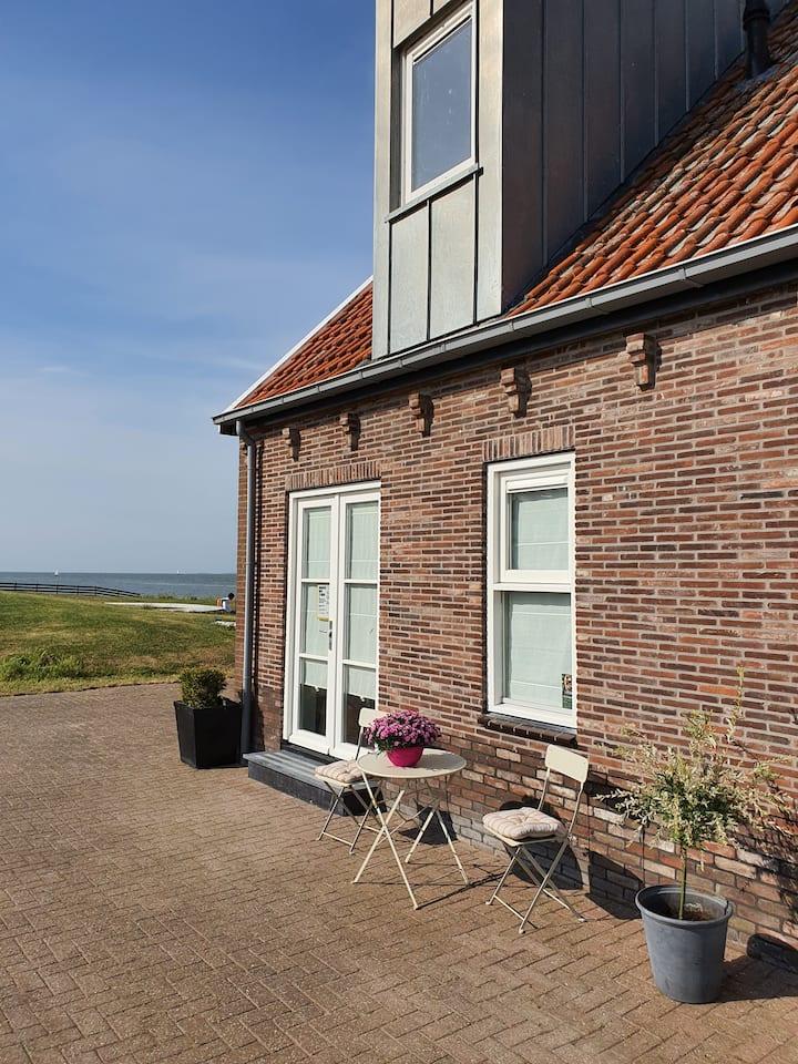 Hanzekop 1 — Huis met uitzicht op het IJsselmeer!