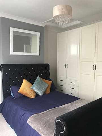 West Midlands: Lovely Double bedroom