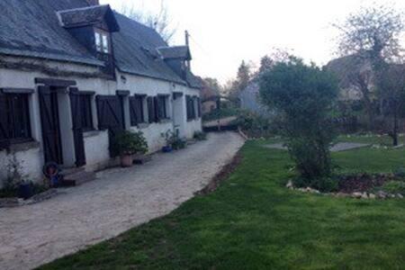 Maison de charme familiale - Yèvres - House