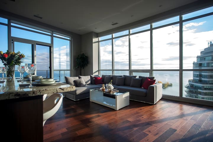 ***PRESIDENTIAL SUITE*** - VIEWS OF CITY AND LAKE