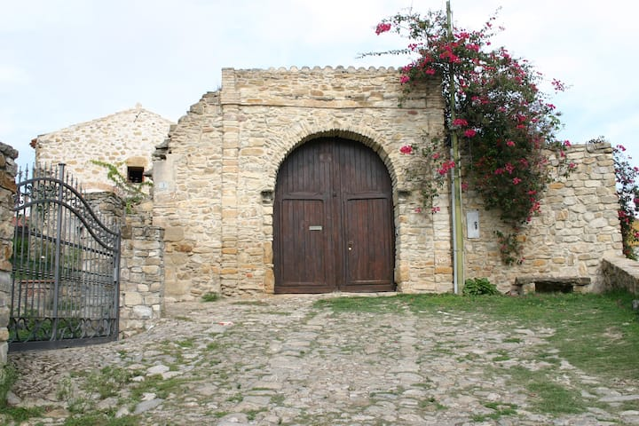 "Antica Casa ""Sa Domu de sa Contissa"", stanza rosa"