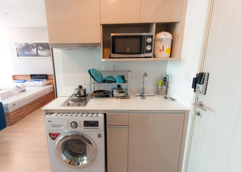 Fully equipped kitchen and washing/drying machine (2 in 1)