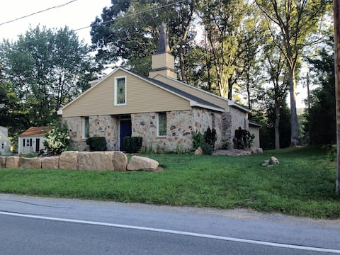 Beautifully re-purposed old chapel, easy access