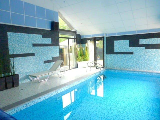 Luxueuse villa, piscine intérieure, plage à 300m