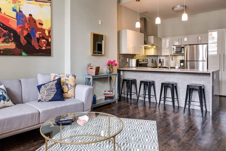 LUXURY 2BR DOWNTOWN IN HISTORIC BLDG W/ PARKING