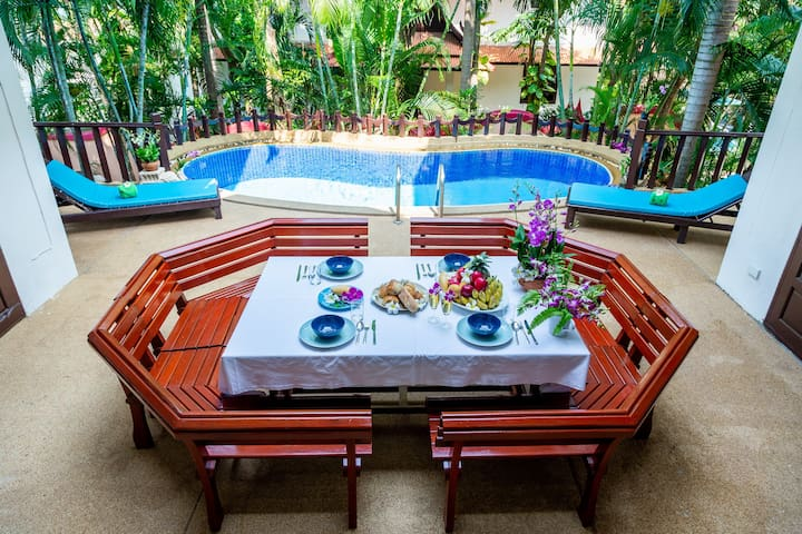 5*Luxurious Villa By The Beach with Hotel Services