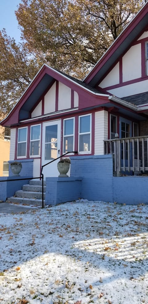 Be Our Guest Depot District Airbnb - Moberly