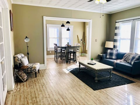 Downtown House w/ King Bed -Travel Workers Welcome