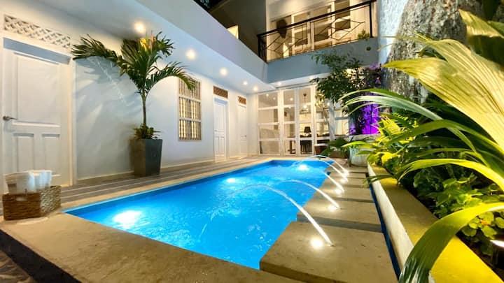 Fancy 7BD Villa Laurel W PV Pool & Jacuzzi