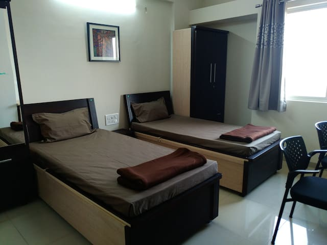 The Oakland Stay - 3 Bedroom Serviced Apartments