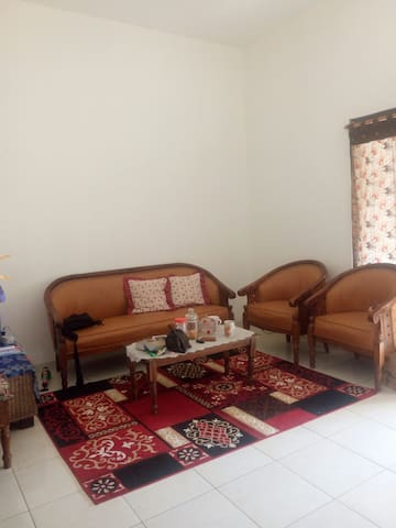 House near Airport and quiet please - Karanganyar Solo - House