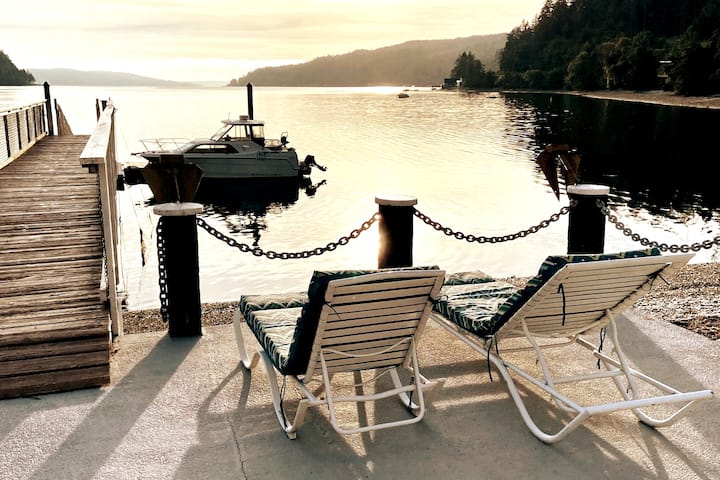 Hood Canal Beach Front Home-Private Cove & Dock
