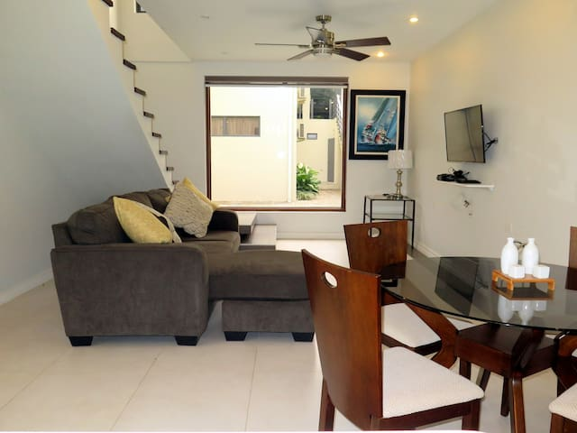 Vacation/business+ modern 2BD, Kitchen, WIFI, Pool