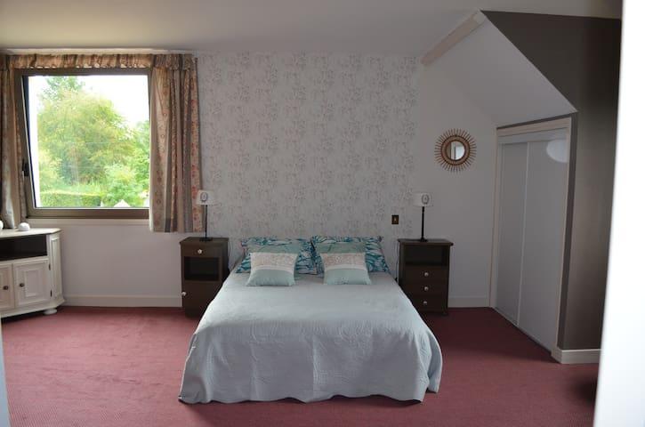 Chambre dans grande maison 6 kms du Pal - Dompierre-sur-Besbre