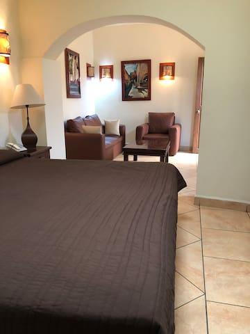 Hotel a 3 cuadras de la Catedral de Morelia