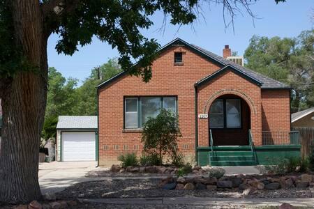 Charming duplex with 2  X 2 bedroom / 1 bath units - Pueblo - Huis