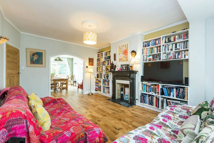 SUPERB 3 BED House + Garden, Denmark Hill, London