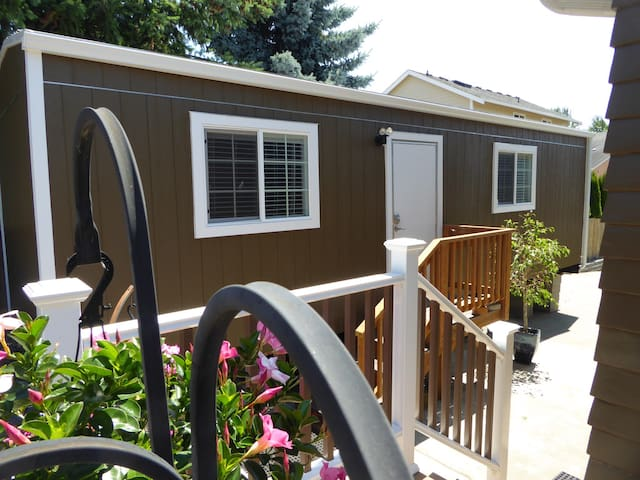 Entire Sweet tiny house/Kent-Seattle/SEA-TAC area