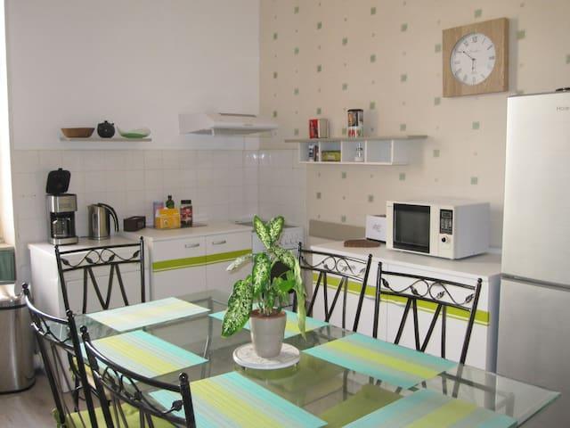 Tournus : Gîte Chanay de 80 m2 avec jardin arboré