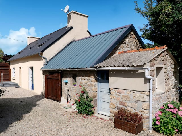 Detached house in Plounevez-Lochrist for 4 persons