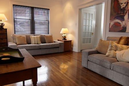 Modern 3 Bedroom Home with Large Back Deck & Yard. - Mount Royal - Hus