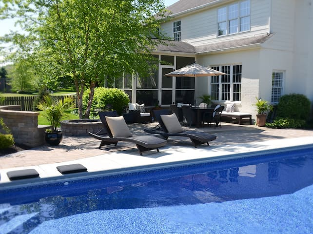 Modern Bedrooms (2) with Pool for Indy 500 Weekend - Zionsville - Huis
