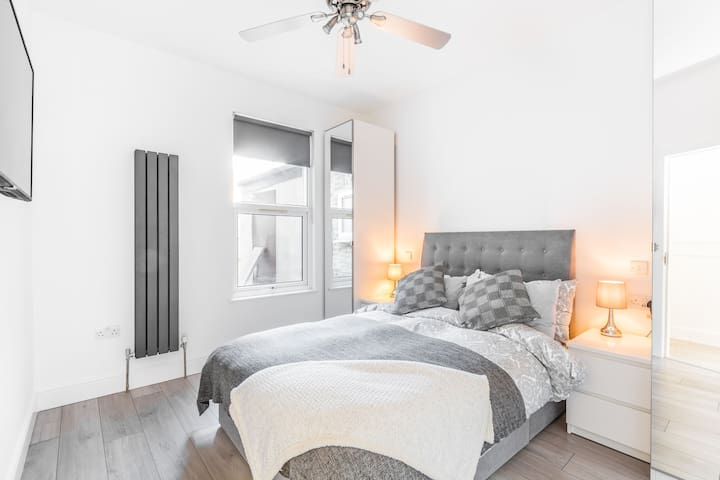 Newly refurbished, cosy flat in East London